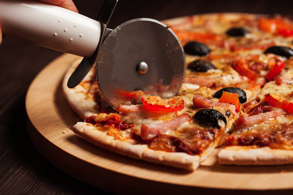 How to Cut a Pizza into 8 Slices - thekitchenwarriors.com