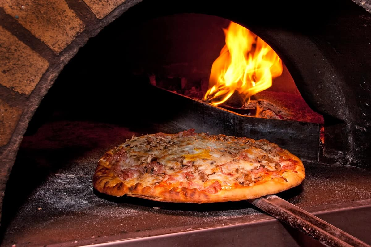 How Does a Wood Fired Pizza Oven Work - thekitchenwarriors.com